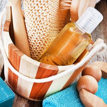 Ätherische Öle als Saunaaufguss sind sehr wohltuend und können sich positiv auf die Gesundheit auswirken.